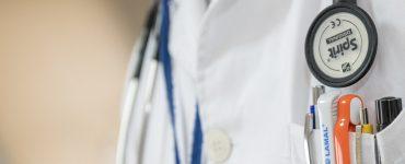 Est-ce un manque de foi d'aller chez un médecin après avoir prié d'être guéri ?